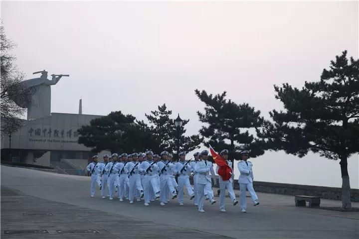 不忘初心跟党走 牢记使命建新功 刘公岛举行元旦升国旗仪式